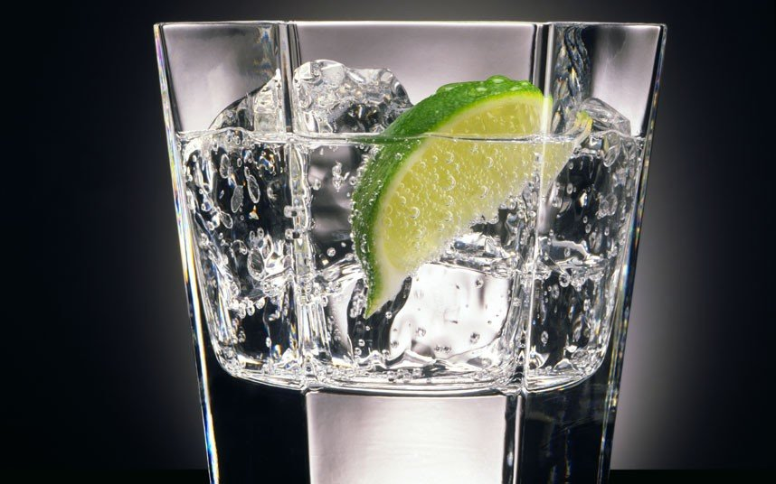 Gin and tonic on a dark background