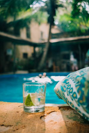 Bagamoyo Hotels: A cocktail at the pool Firefly Boutique Lodge, Bagamoyo