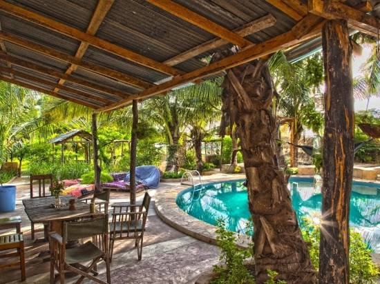 Bagamoyo Hotels: the pool at Firefly Boutique Hotel